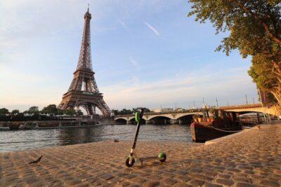 Ейфелеву вежу у Франції відкривають для туристів