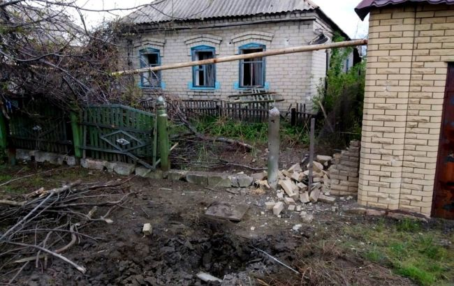 Окупанти пошкодили будинки та автомобілі на Донбасі