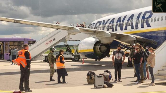 Уряд Литви заборонив усі авіарейси, які проходять над Білоруссю