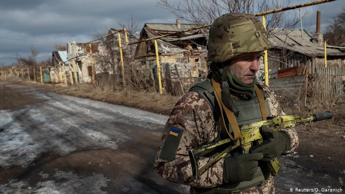 Станом на сьогодні, 17:00 18 травня, збройні формування Російської Федерації тричі порушували режим припинення вогню на територіях Донецьку та Луганську.