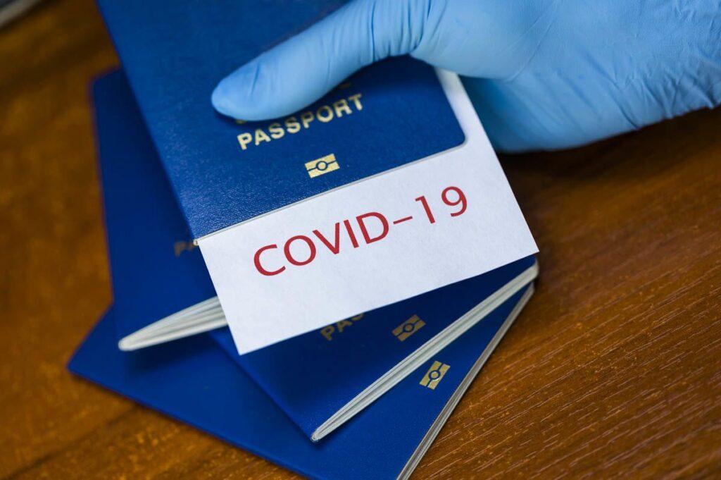 Паспорти вакцинації: у Єврокомісії розповіли, коли запрацюють