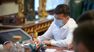 Зеленський підписав указ про збільшення зарплат медиків